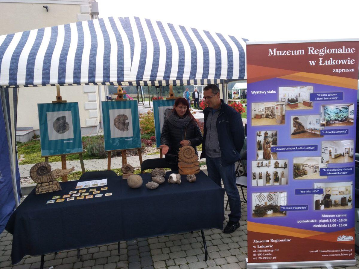 Wystawa plenerowa podczas III Jarmarku Geologicznego w Klimkach