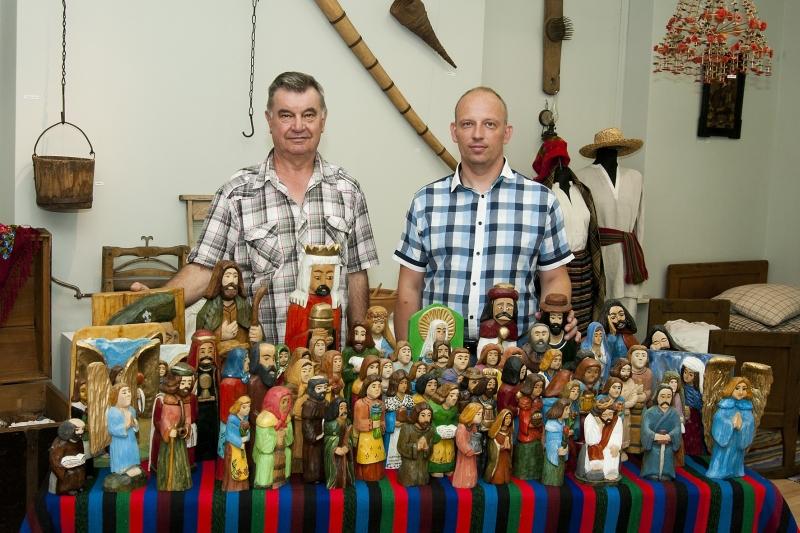 """Rzeźby powstałe w ramach łukowskiej ,,Szkółki rzeźbiarskiej"""" w Muzeum Regionalnym w Łukowie"""