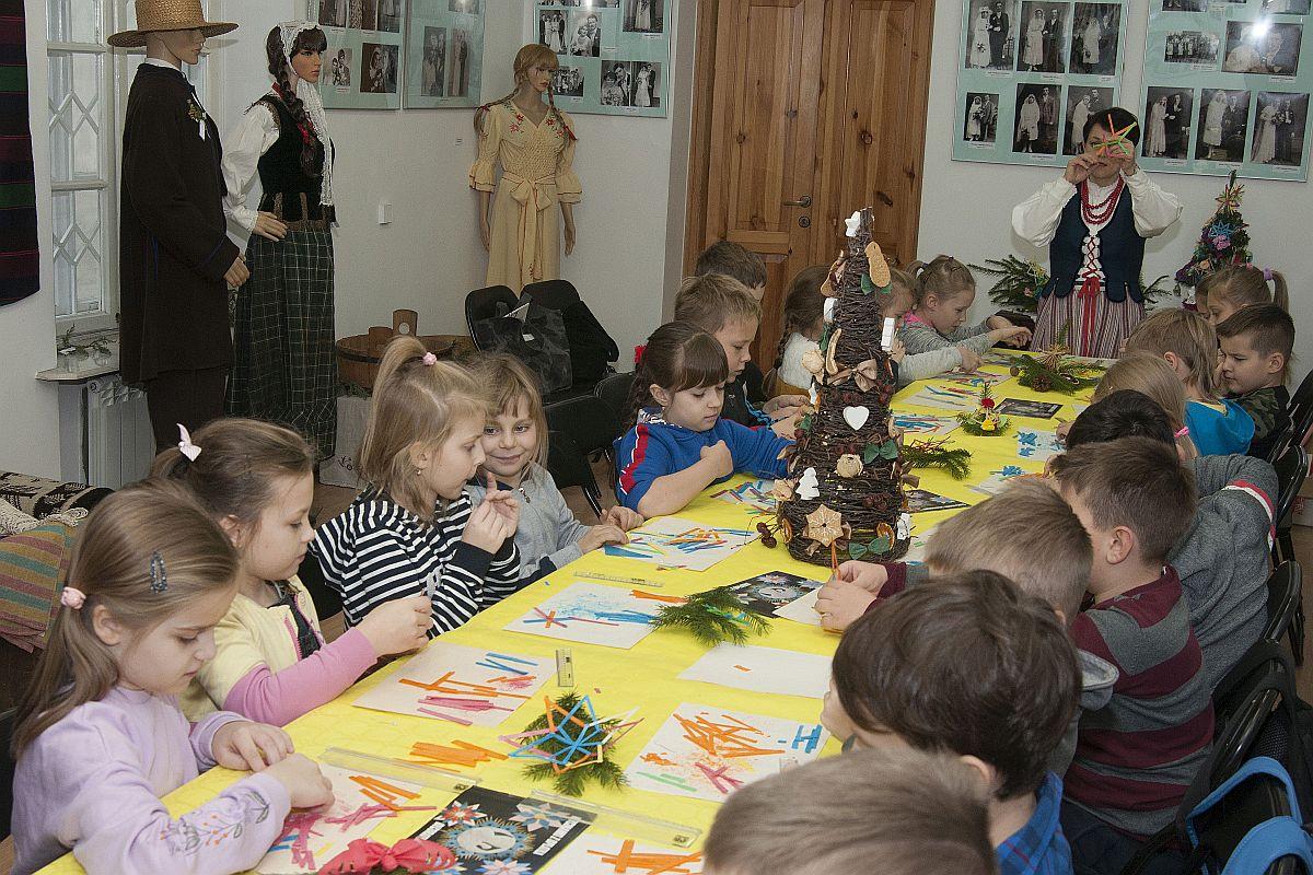 Warsztaty bożonarodzeniowe w Muzeum Regionalnym w Łukowie